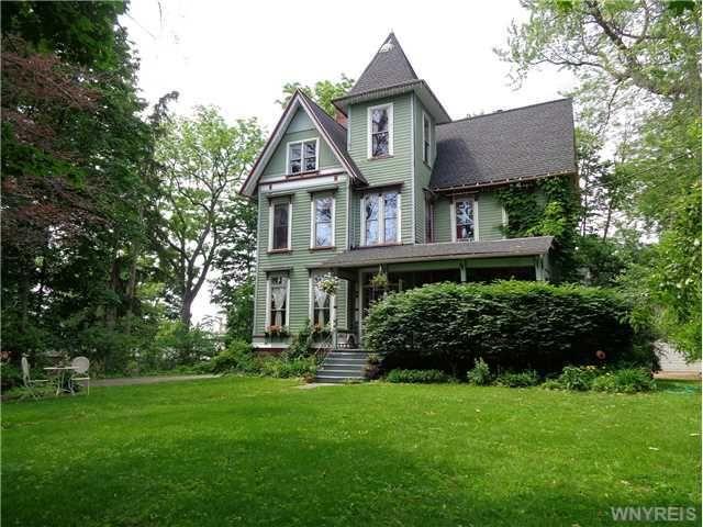 35 pierce ave hamburg ny 14075 home for sale and real estate listing. Black Bedroom Furniture Sets. Home Design Ideas