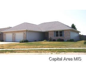 215 Huntington Rd, Chatham, IL