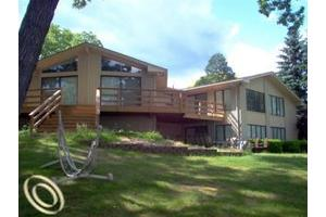 2588 N Williams Lake Rd, Waterford, MI 48327