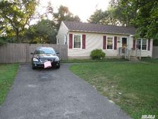 512 Meade Ave, Bellport, NY 11713