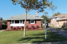 8500 W Roseview Dr, Niles, IL 60714
