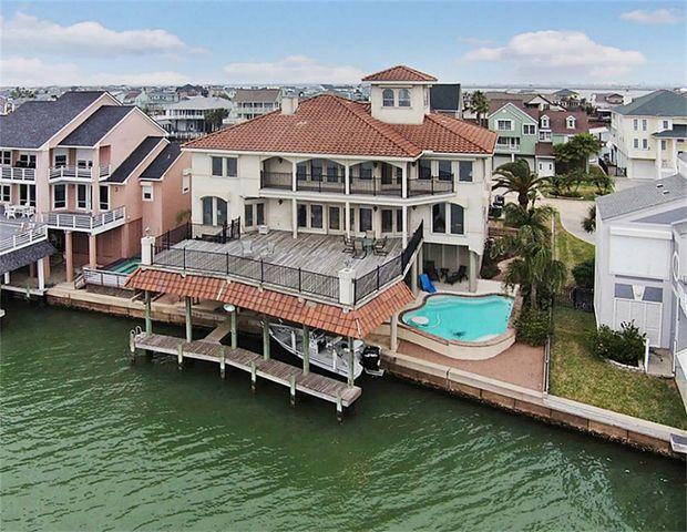 931 Long Reach Dr Tiki Island Tx 77554 Home For Sale