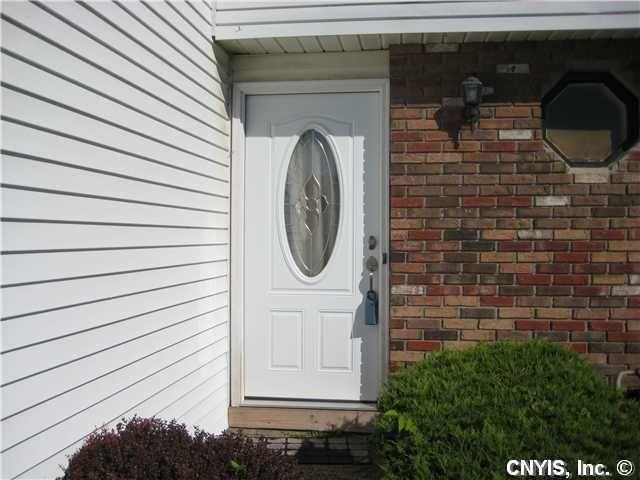 8050A Lucas Dr Clay, NY 13041