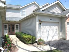 110 Golfview Dr, Glendale Heights, IL 60139