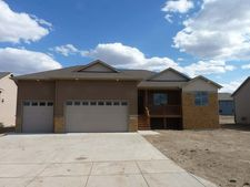 705 Farmstead Ct, Mandan, ND 58554
