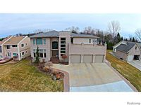 1071 Forest Bay Ct, Waterford Township, MI 48328