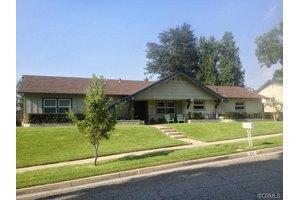 221 Anita Ct, Redlands, CA 92373