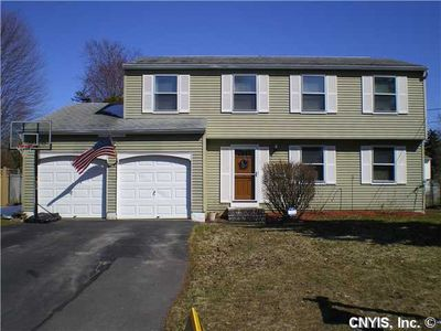 5 Lowell Rd, Liverpool, NY