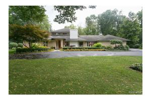 4017 Lincoln Rd, Bloomfield Twp, MI 48301