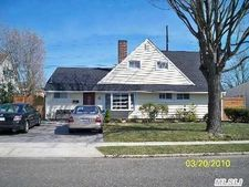 27 Greenvale Ln, Levittown, NY 11756