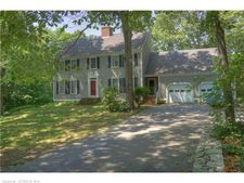 2 Boston Dr, Ledyard, CT 06339