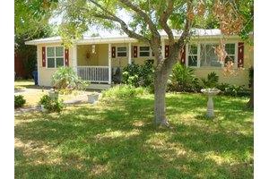 313 S Saunders St, Aransas Pass, TX 78336