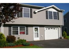 16 Red Sox Ln, Raymond, NH 03077