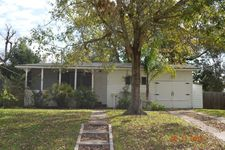 610 Winding Way St, Lake Jackson, TX 77566