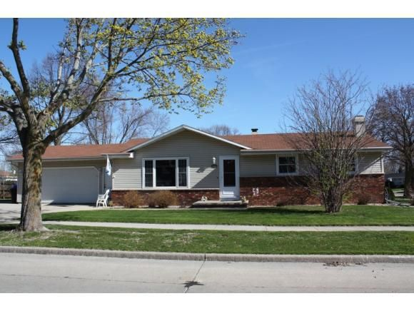 1924 e forest st appleton wi 54915 home for sale and for Home builders appleton wi