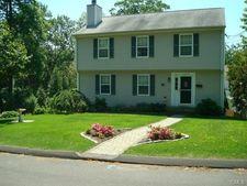 15 Colonial Pl, Norwalk, CT 06851