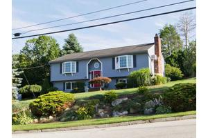 16 Sweet Hill Dr, Johnston, RI 02919