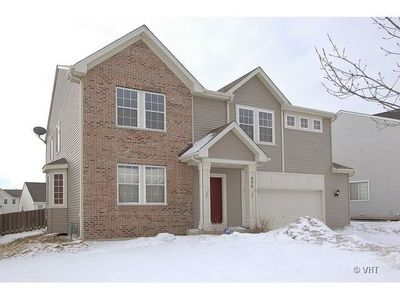 996 Valley Stream Dr, Pingree Grove, IL