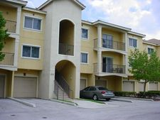 330 Crestwood Cir Apt 202, Royal Palm Beach, FL 33411