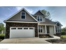 200 Cross Creek Dr Nw, Champion, OH 44483