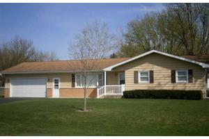 511 E Lincoln St, Mt. Carroll, IL 61053