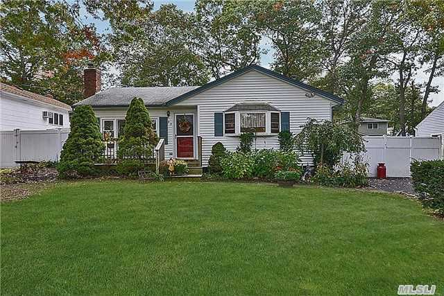 98 Ohls St Patchogue, NY 11772