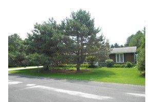 687 E Jefferson Ave, Cleveland, WI 53015