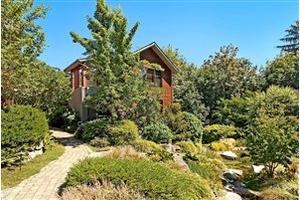 886 NE Vineyard Ln, Bainbridge Island, WA 98110