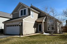 12 Middlefield Ct, Lake In The Hills, IL 60156