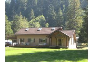 11956 E Mapleton Rd, Mapleton, OR 97453
