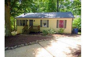 7405 Edenwood Ln, Raleigh, NC 27615