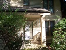 417 Hickory Dr, Tannersville, PA 18372
