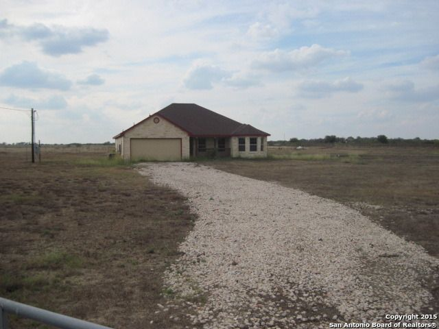 4215 lucas rd floresville tx 78114 home for sale and real estate listing