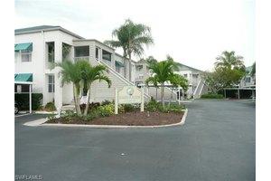 517 Club Side Dr, Naples, FL 34110