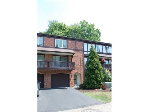 215 Queensberry Ct, Ross Township, PA 15237