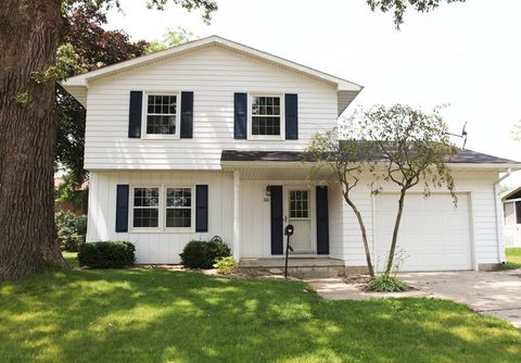 1011 5th St Nw, Waverly, IA 50677