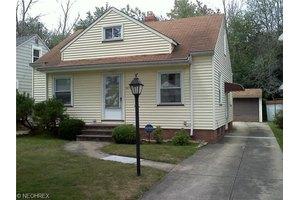 5570 Waterbury Ave, Maple Heights, OH 44137