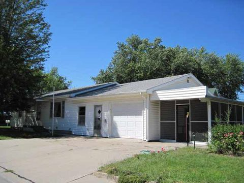 Photo of 104 17th St, Gothenburg, NE 69138