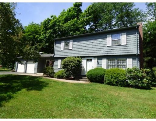 143 Pondview Dr, Amherst, MA 01002