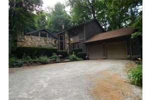 610 Kapity Dr, Mogadore, OH 44260