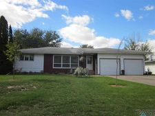 703 N Catherine Ave, Madison, SD 57042