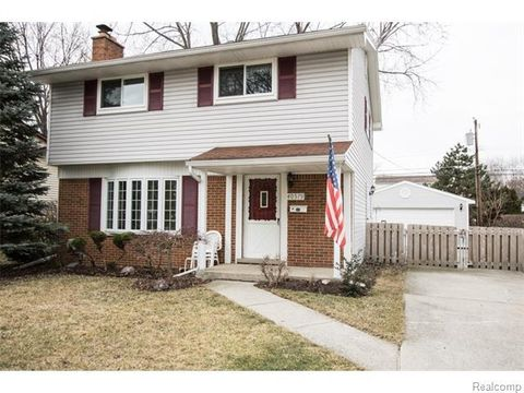 40579 Irval Dr, Sterling Heights, MI 48313