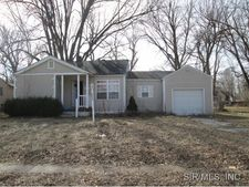 8242 Saint Phillips Dr, East Saint Louis, IL 62203