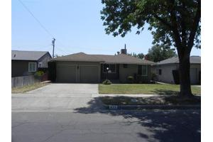 423 W Robinson Ave, Fresno, CA 93705