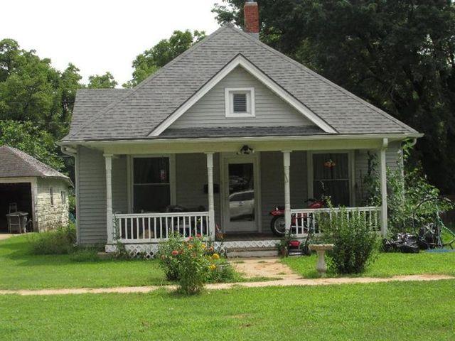 416 ne 6th st abilene ks 67410 home for sale and real estate listing. Black Bedroom Furniture Sets. Home Design Ideas