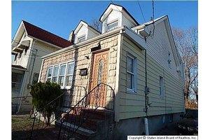 31 Alaska St, Staten Island, NY 10310