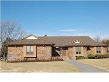 10254 W Alamo Ct, Wichita, KS 67212