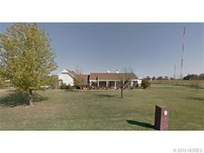 9807 E Pond Dr, Sand Springs, OK 74063