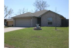 1208 N 4th St, Noble, OK 73068