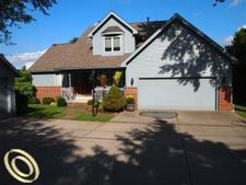 3971 Lakepoint St, West Bloomfield, MI 48323